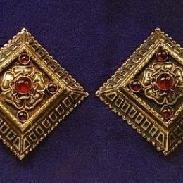 Medieval cape clasps, England ea27